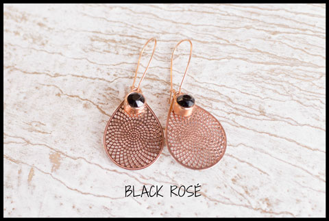 Inspiratie Black rose earrings