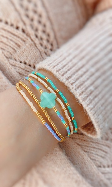 DIY pakket kralen armbandjes lila turquoise met klaver glaskraal