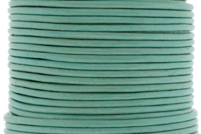 DQ leer rond 2mm metallic pastel green 1 meter