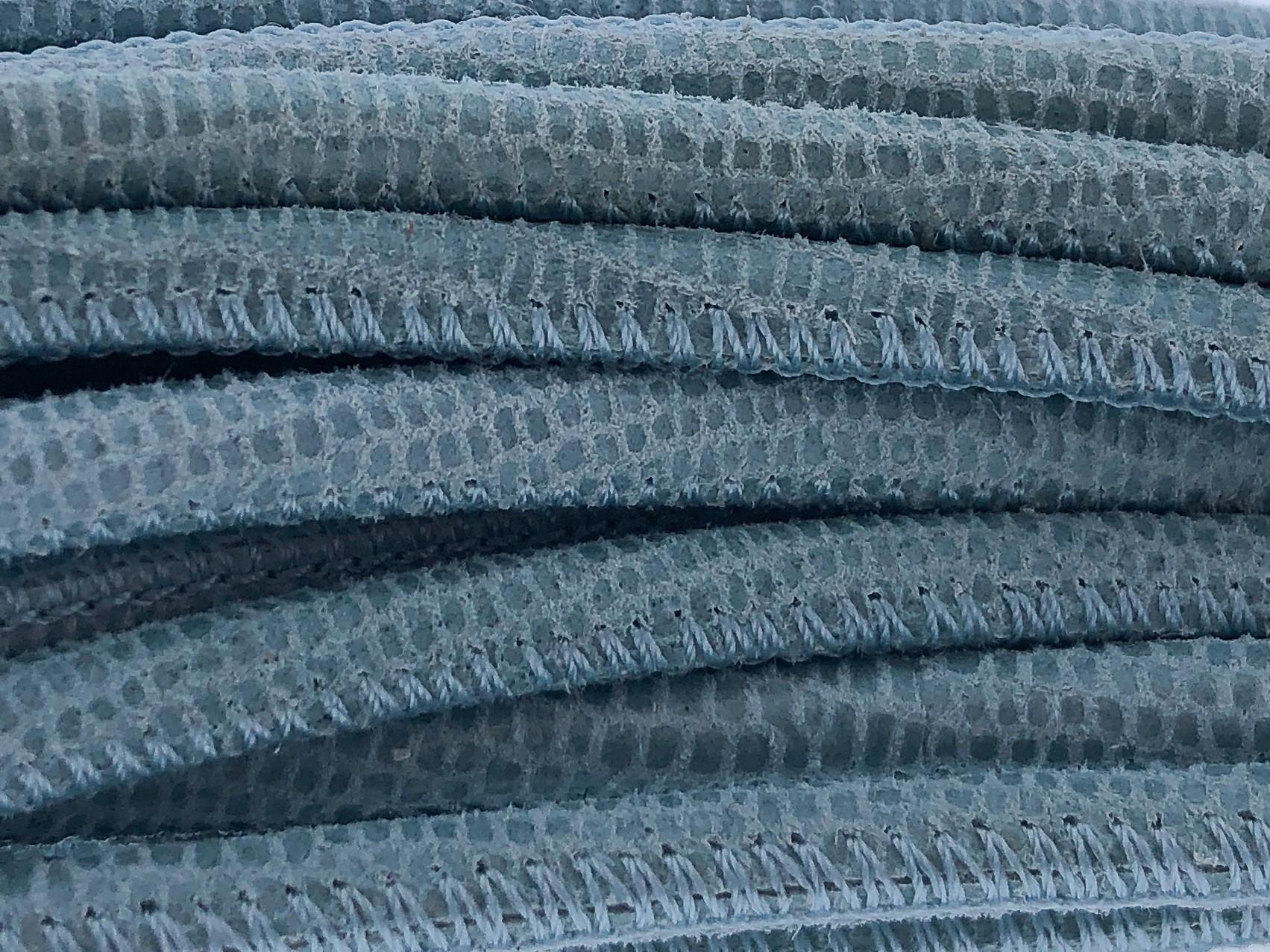 High Quality gestikt leer rond 4mm met print lizard light blue paillettes 20cm