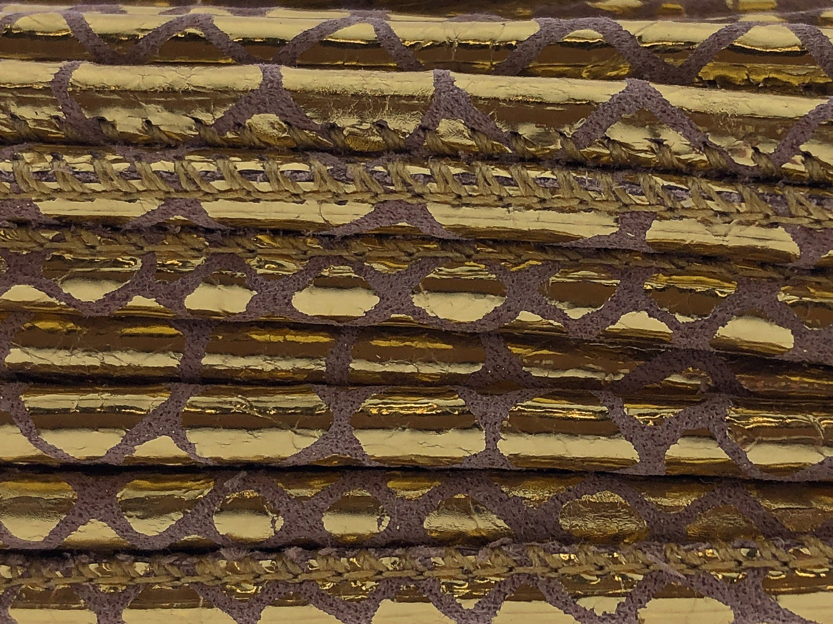 High Quality gestikt leer rond 4mm met print snake style gold per 20cm