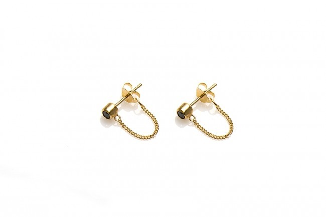 Karma minimalistische oorbellen chain black zirconia 925 sterling zilver (goldplated) (per paar)