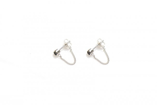 Karma minimalistische oorbellen chain black zirconia 925 sterling zilver (per paar)