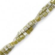 Vierkante cube facetkraal 2x2mm lizard green pearl shine coating