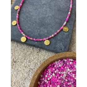 DIY pakket kralenketting roze mix rocailles en gouden muntjes.
