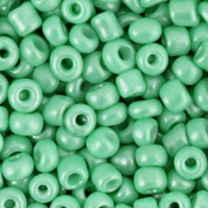 Glaskralen rocailles 6/0 4mm rond 8 gram vivid green