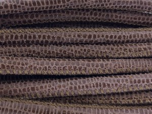 High Quality gestikt leer rond 4mm met print lizard sand paillets brown per 20cm