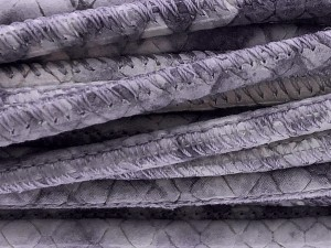 High Quality gestikt leer rond 4mm met print python light grey 20cm