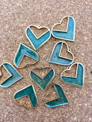 Metalen bedel hart aqua epoxy goud 30mm
