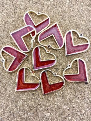 Metalen bedel hart rood epoxy goud 30mm