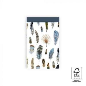 Papieren cadeauzakjes / inpakzakjes feathers - blue 12x19cm (per 5 stuks)