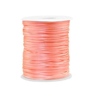 Satijnkoord rond 1.5mm peachy pink (per meter)