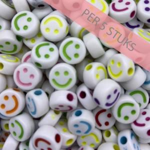 smiley kraal rond 10mm wit  multicolor mix (per 5 stuks)