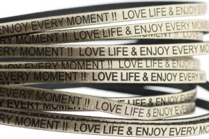 Tekst leer 'love life & enjoy every moment' goud metallic 5mm (per 20cm)