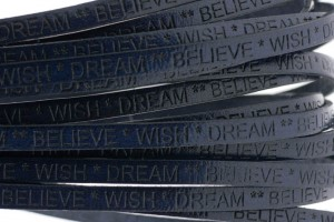 Tekst leer 'wish dream believe' donker blauw 5mm (per 20cm)