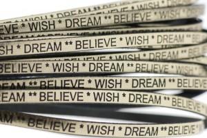 Tekst leer 'wish dream believe' goud metallic 5mm (per 20cm)