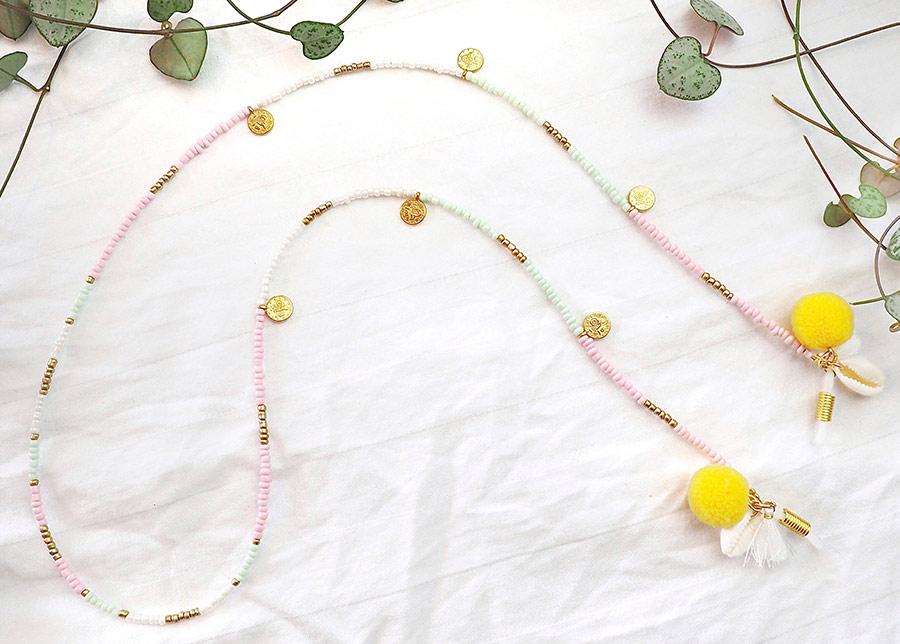 Zonnebrilkoordje met pastel kleuren, schelpjes, pompons en kwastjes